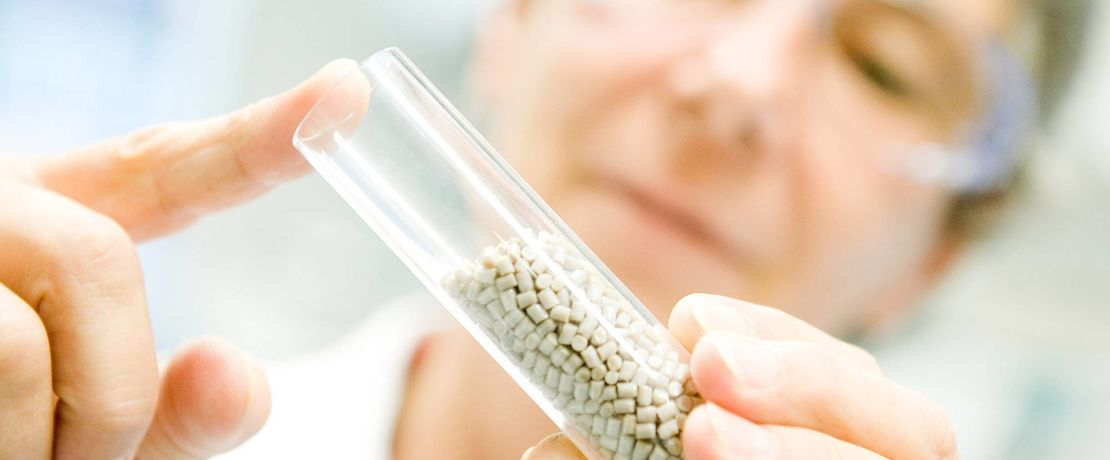 贏創正在開發一種基於聚醚醚酮(PEEK)的新型骨質親和植入物材料,用於醫療技術應用。
