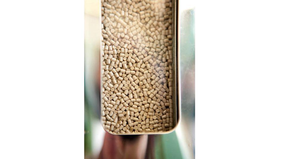 VESTAKEEP® 4500 G 的結晶速度更快、流動性更好,進一步豐富了贏創的高黏度聚醚醚酮(PEEK)產品組合。